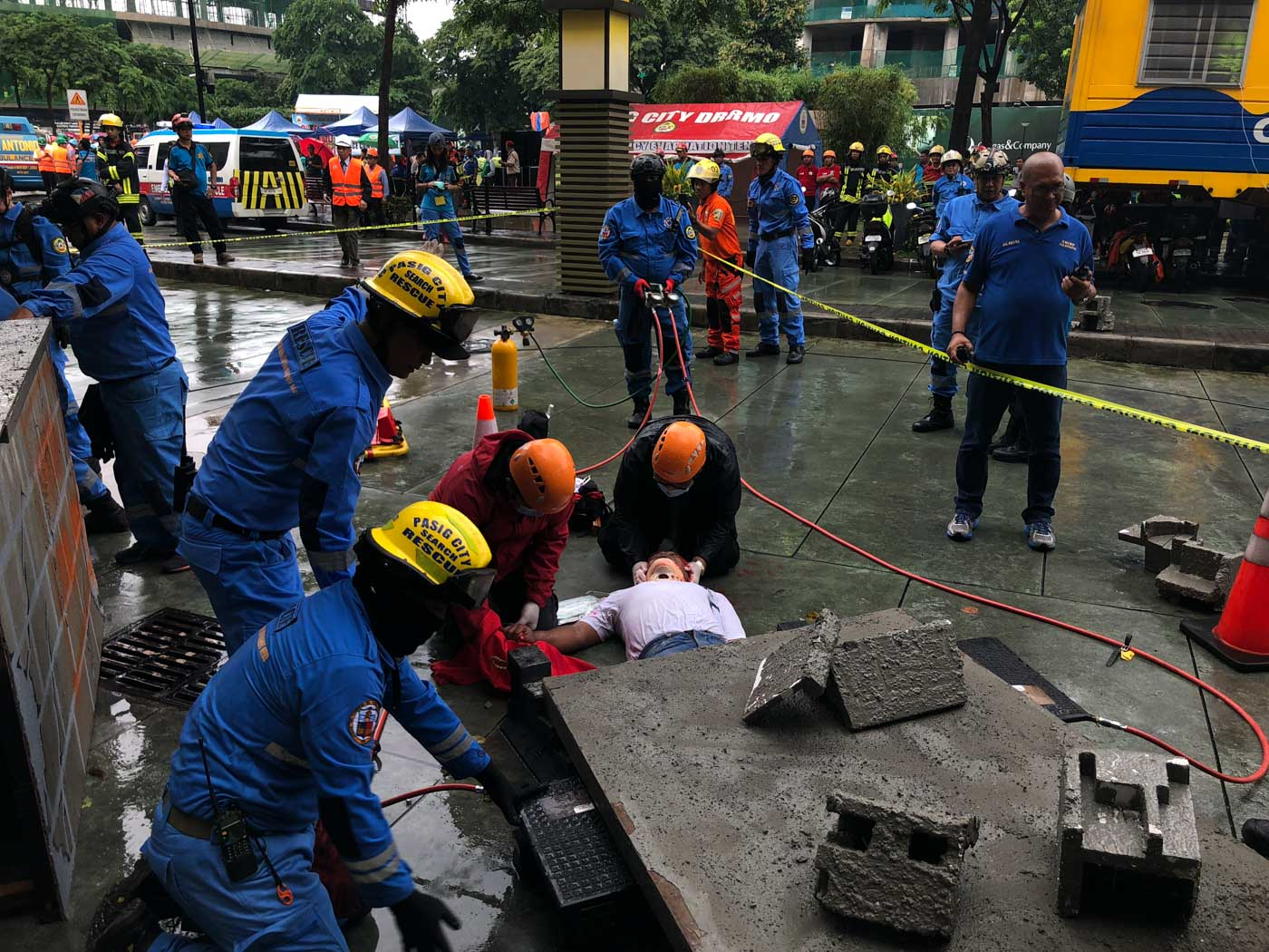 COLLAPSE. A civilian trapped under a collapsed structure is being rescued during the earthquake drill. Photo by Samantha Bagayas/Rappler