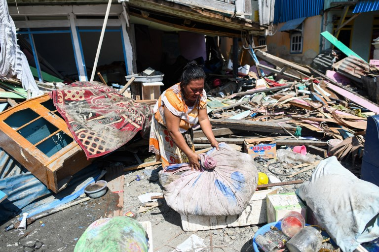 TSUNAMI IN INDONESIA. A quake survivor salvages items from the debris of a house in Wani in Indonesia's Central Sulawesi on October 3, 2018, after an earthquake and tsunami hit the area on September 28. Photo by Jewel Samad/AFP