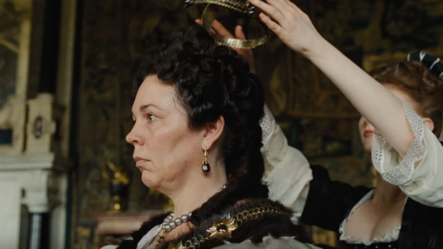 HEAVY FAVORITE. Olivia Colman plays Queen Anne in the movie 'The Favourite.' Screenshot from YouTube/Foxsearchlight