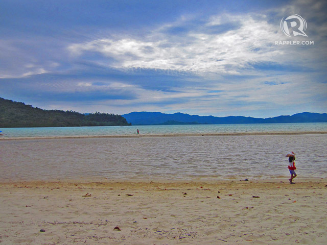 SANDBAR. Port Barton has a beach with a sandbar, where locals pass. Photo by Jherson Jaya