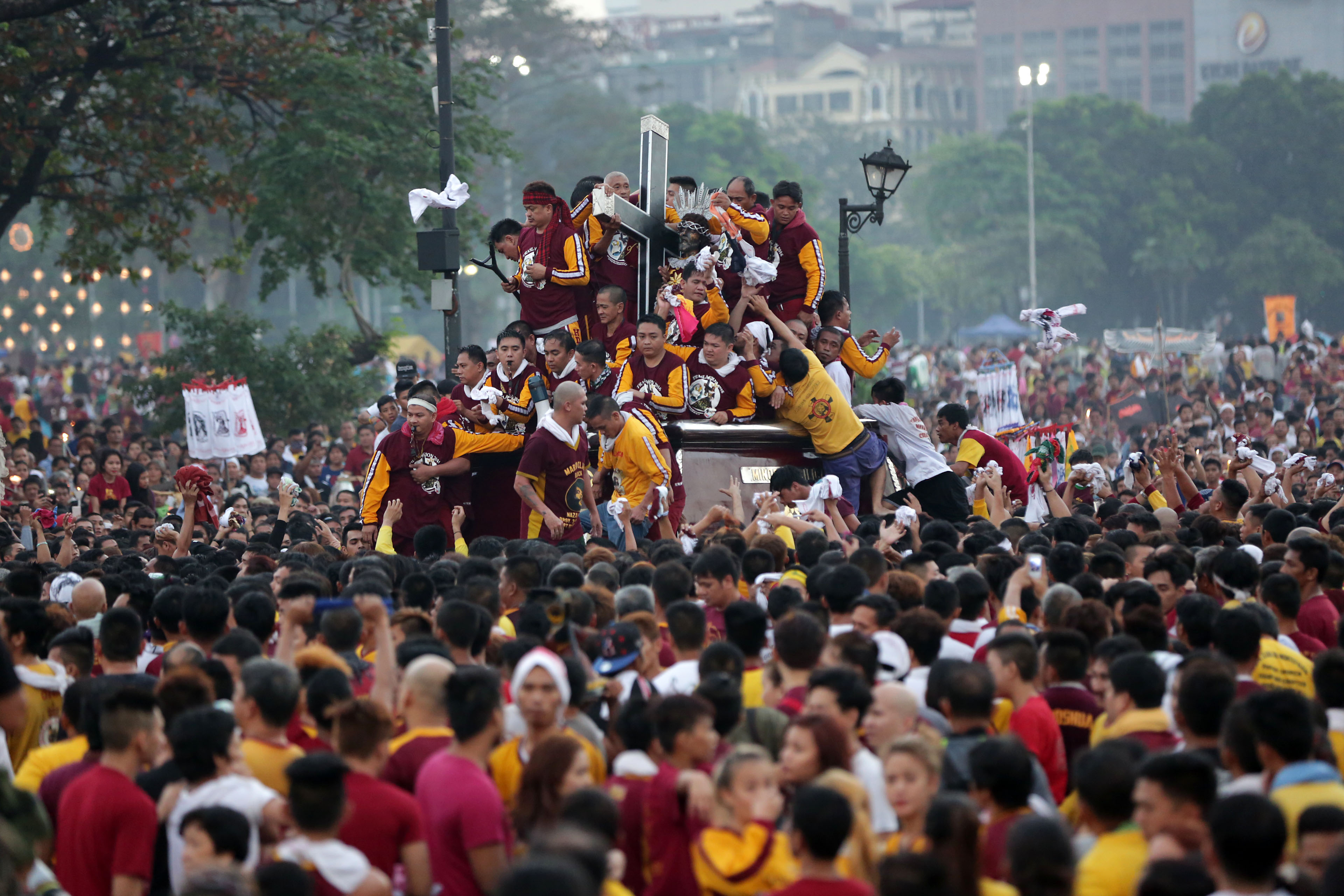 TRASLACION. Devotees try to get near the carriage carrying the image of Jesus of the Black Nazarene as the annual Traslacion starts at the Quirino Grandstand in Manila on Saturday, January 9, 2016. Photo by Ben Nabong/Rappler
