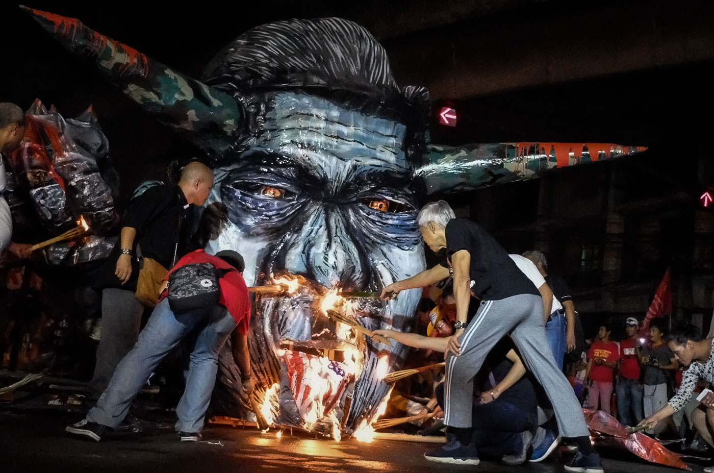 NO CELEBRATION. Militants burn an effigy of President Rodrigo Duterte in the streets of Manila to commemorate human rights day on December 10 2016.