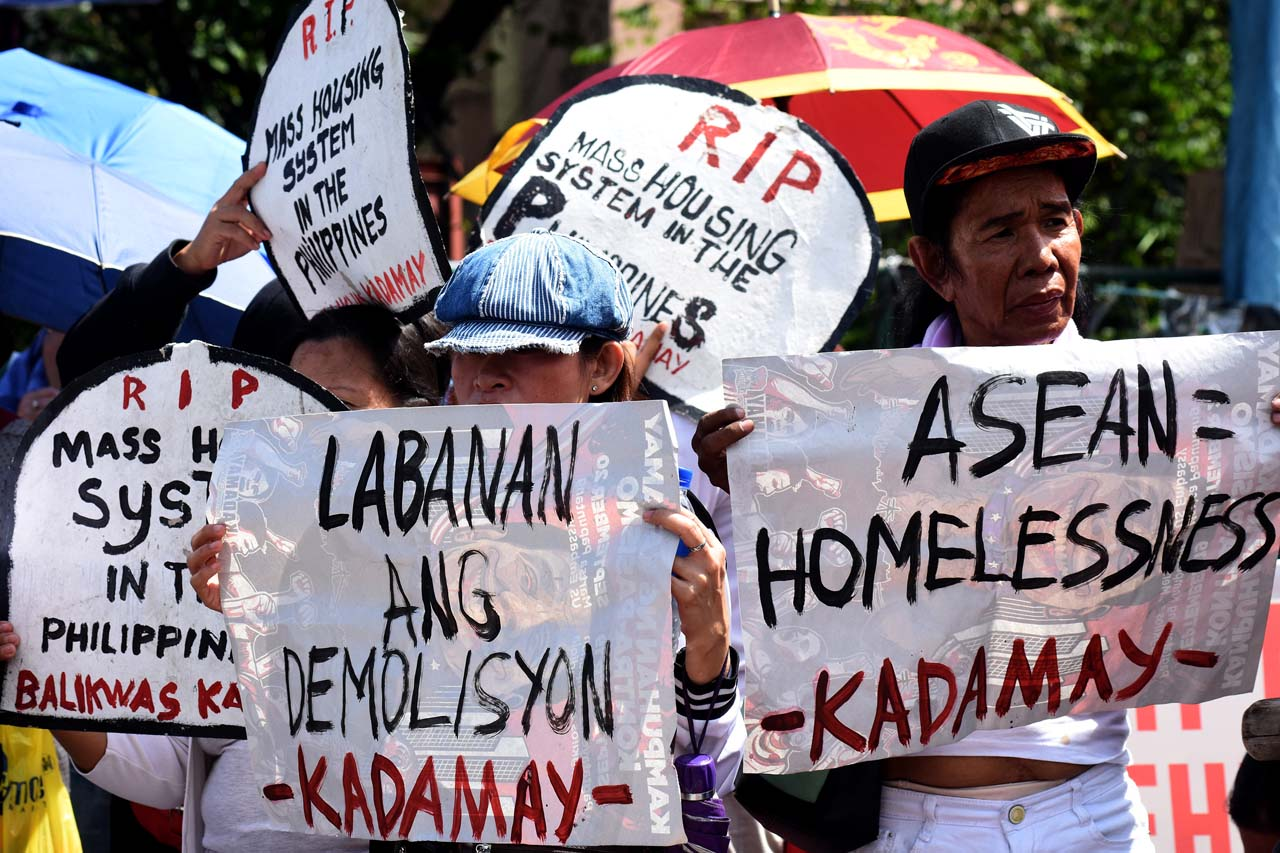 ASEAN PROTESTS. Militant groups gather to show their opposition to the regional bolc's meeting, emphasizing that it doesn't benefit the Filipino people. Photo by Angie de Silva/Rappler