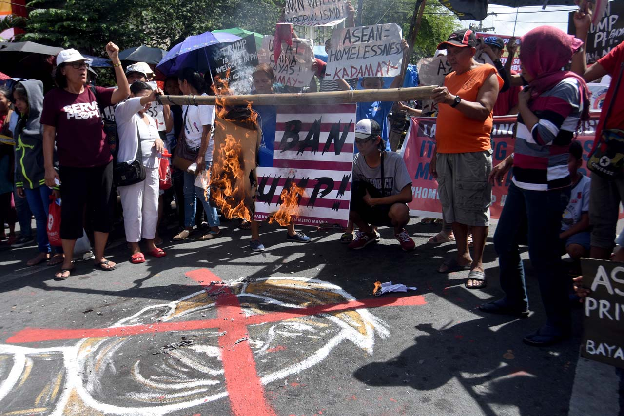NO TO US. Militant groups burn a US flag as a sign of protest against the scheduled visit of US President Donald Trump to the country. Photo by Angie de Silva/Rappler