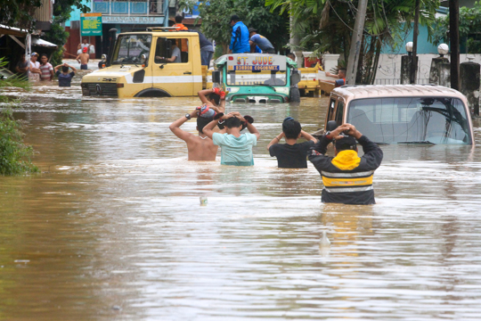 In this file photo, police rescues residents along Kalambaguhan street in Cagayan de Oro City as Typhoon Vinta lashes Northern Mindanao on Friday, December 22,2017. Photo by Bobby Lagsa/Rappler