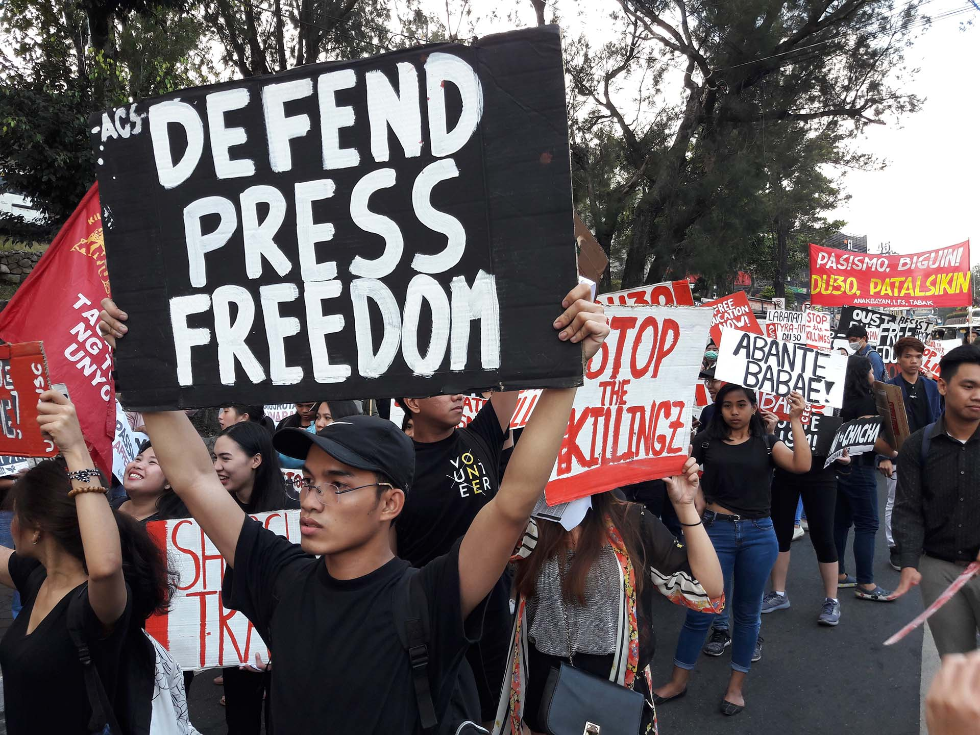 DEFEND PRESS FREEDOM. In Baguio City, students and activists slam the government's attack against various media organizations. Photo by Mau Victa/Rappler