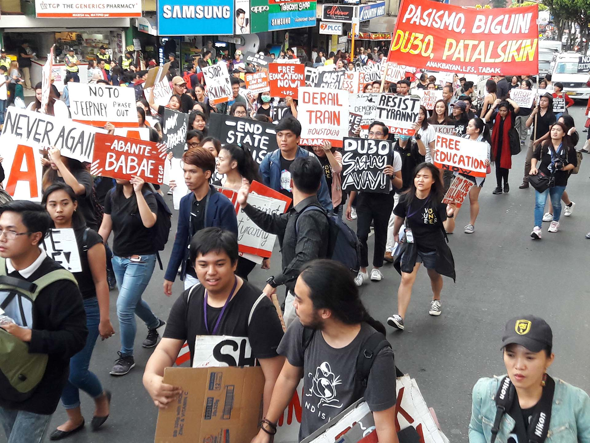 #WALKOUTPH. At least 500 students and artists join the protest in Baguio City on Friday, February 23. Photo by Mau Victa/Rappler