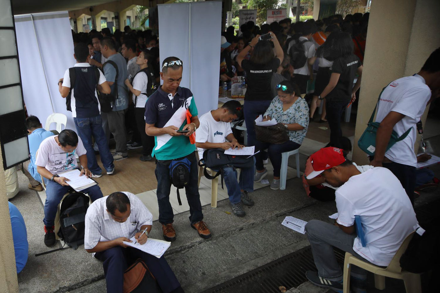 Hundreds of job seekers trooped to Quezon City Hall to look for a vacant job in DOLE's Job Fair. Photo by Darren langit/Rappler