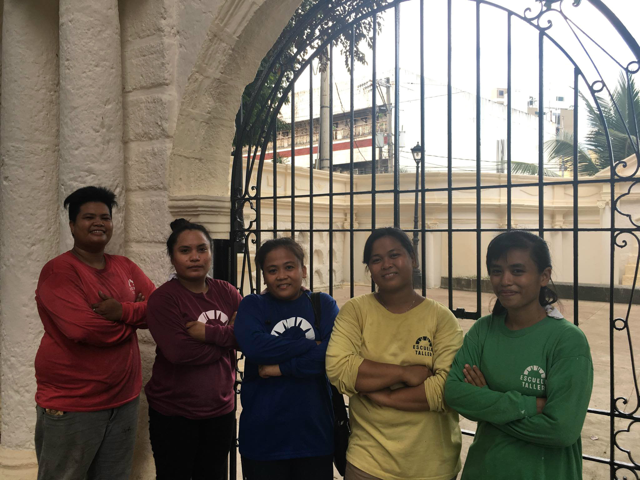 WOMEN. Analisa (third from left) and her fellow masons from Escuela Taller's conservation team. Photo by Fritzie Rodriguez/Rappler
