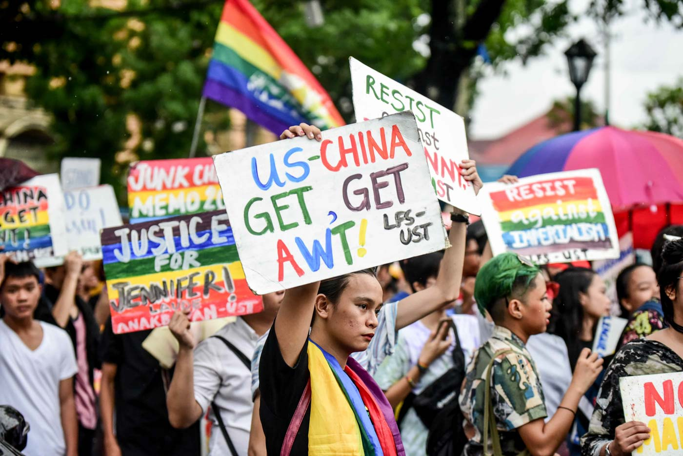 PRIDE IS A PROTEST. Progressive organizations join the 2019 Pride March with calls concerning various social issues. Photo by Alecs Ongcal/Rappler