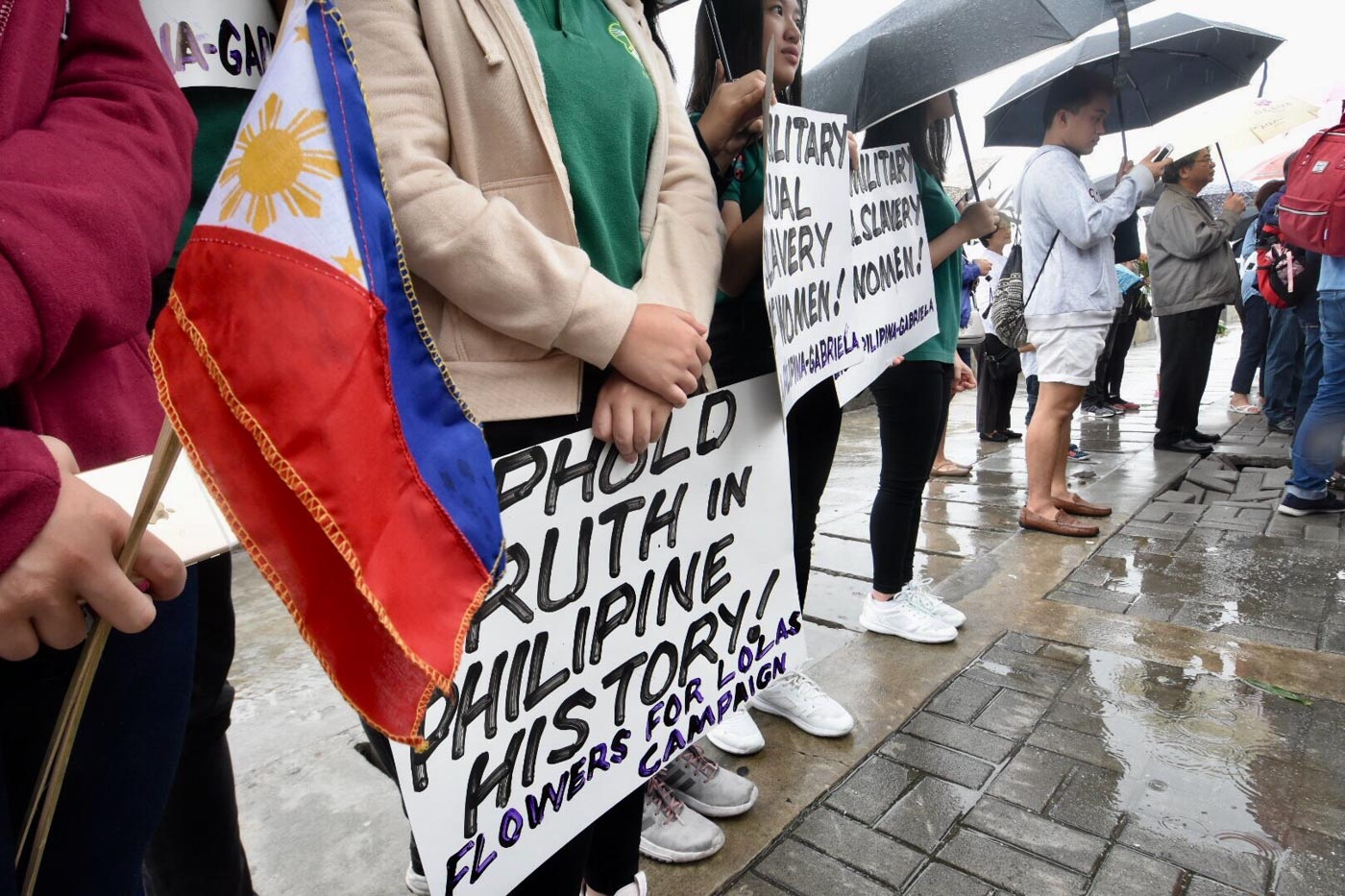 TRUTH IN HISTORY. Flower for Lolas Campaign organized by Gabriela and Lila Filipina at the former site of Comfort Woman statue at Roxas Blvd. Photo by Angie de Silva/Rappler