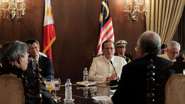 PEACE BROKER: President Aquino meets with Malaysian Prime Minister Najib Razak in Malacañang before the signing of the Framework Agreement between the government and the MILF. Photo courtesy of Malacañang photo bureau.