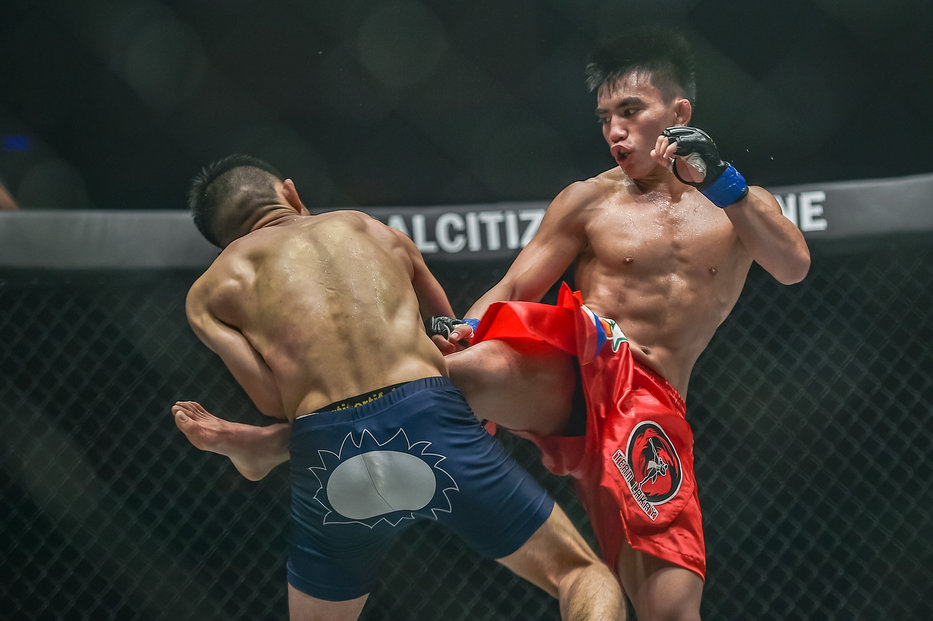 Pinoy Pacio secures ONE Championship strawweight belt in Jakarta