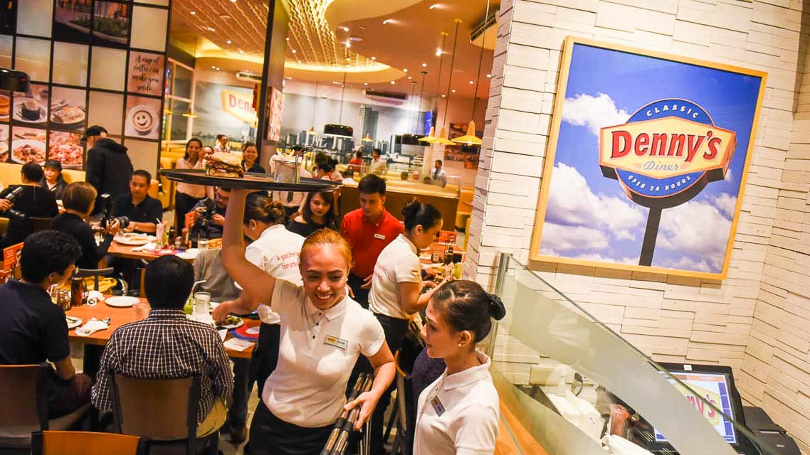 Denny's now in Manila: 16 things we ate (plus the Pinoy breakfast!)