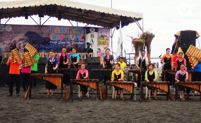 BAMBOO BAND. PUP Bataan Banda Kawayan kept performing before, in between, and after the program.