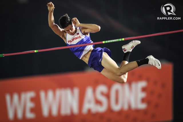 NO TOURNEYS. EJ Obiena waits for the start of his pole vaulting season as Europe is put on lockdown. Photo by Josh Albelda/Rappler