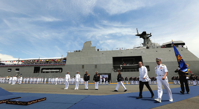 BIGGEST SHIP. File photo of former President Benigno Aquino III christening the landing dock vessel BRP Tarlac during the Philippine Navy 118th Anniversary Celebration on June 1, 2016. Malacañang Photo