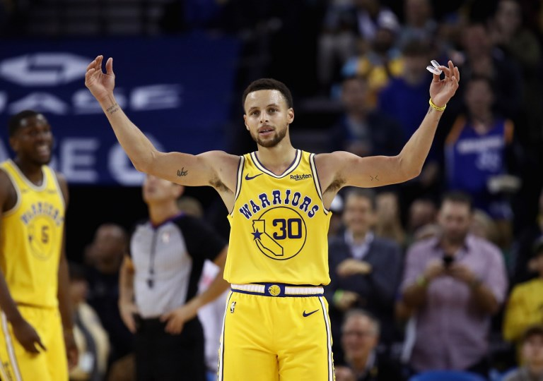 Steph Curry and the Golden State Warriors are favored to win their third  straight 88672267d