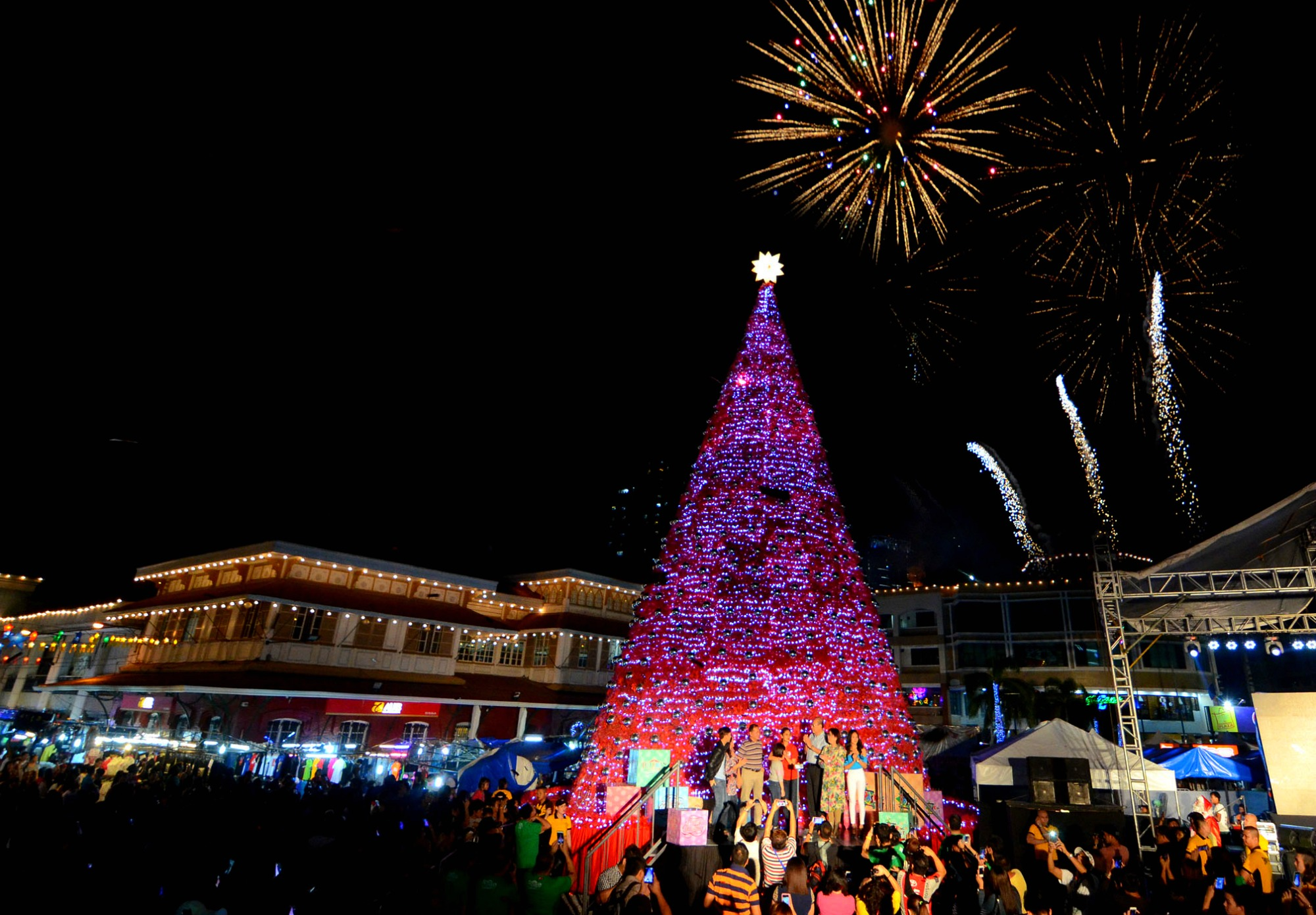 Visit these 7 beautiful christmas 2015 exhibits at ph Christmas tree decorating ideas philippines