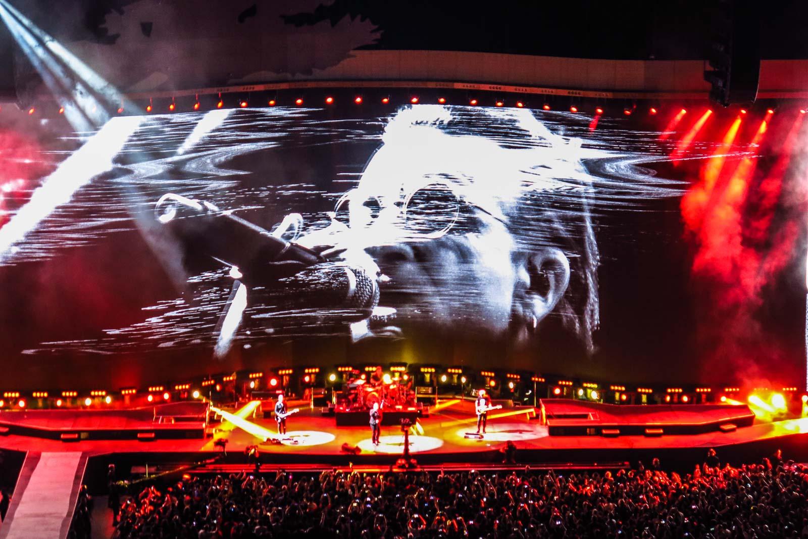 TRIBUTE TO FILIPINO WOMEN. U2's concert in Manila on December 11, 2019. Photo by Mia Gonzales/Rappler