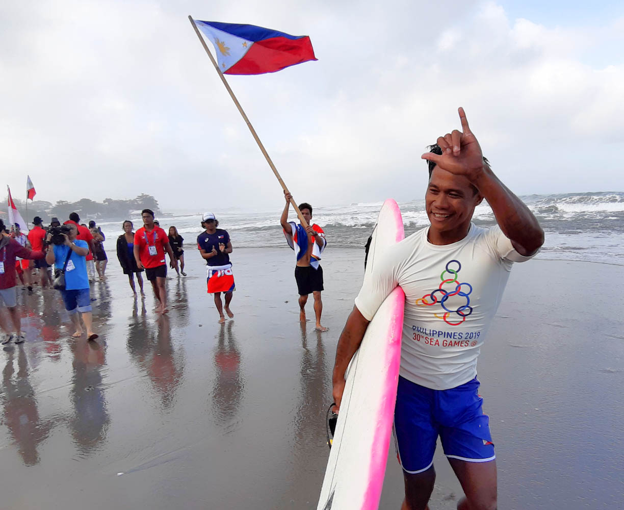 Hero surfer Casugay beats Indonesian he saved before golden ride