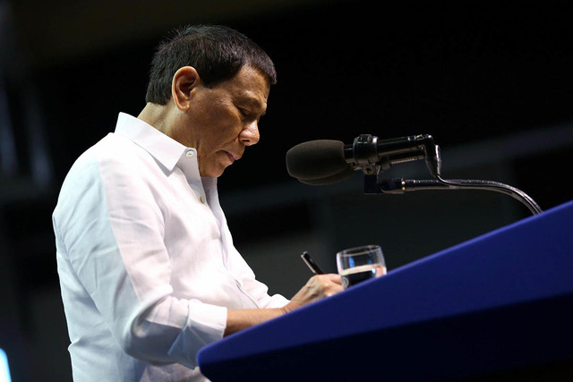 'CONCERNED.' President Rodrigo Duterte has been briefed about the incident of a China chopper harassing a Philippine Navy rubber boat in Ayungin Shoal. Malacañang file photo