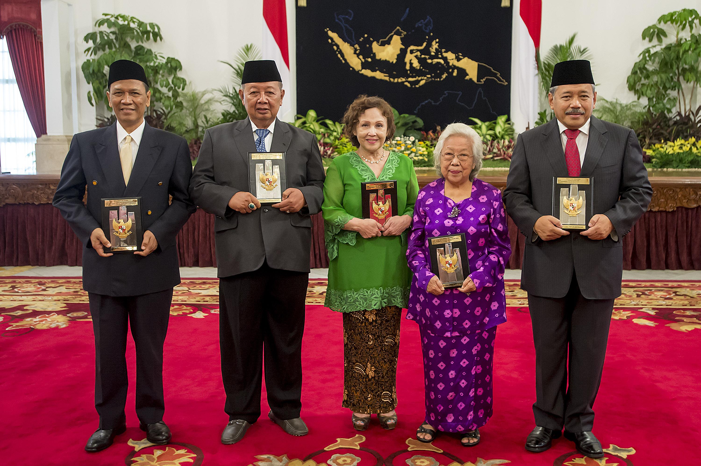 Profil 5 Tokoh Nasional Yang Mendapat Gelar Pahlawan Tahun Ini