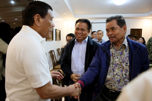 MINDANAO PEACE. President Rodrigo Duterte shakes hands with Moro Islamic Liberation Front (MILF) peace panel chairman Mohagher Iqbal. Malacañang file photo