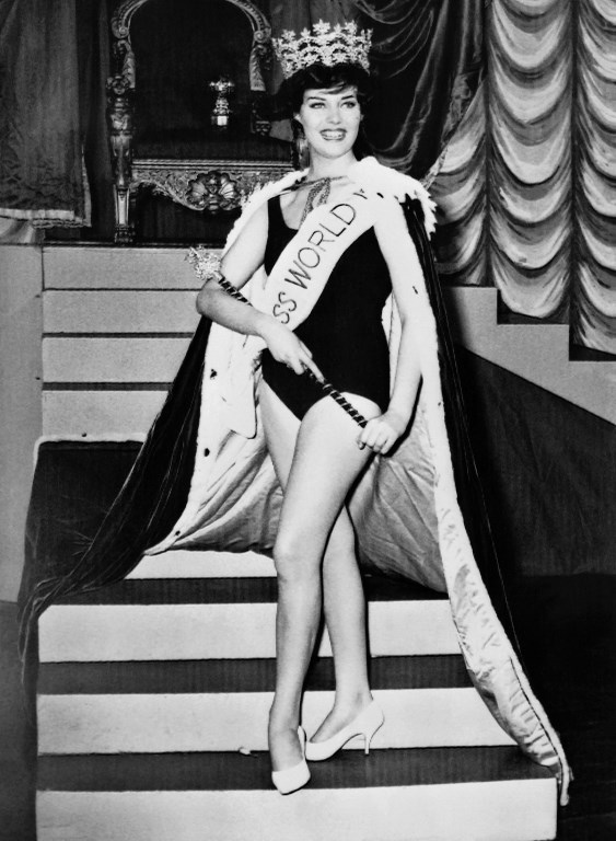 UK QUEEN. Rosemarie Frankland from England reacts after being crowned Miss World 1961 on November 10, 1961 at the Lyceum Theatre in London. Photo by Central Press/ AFP