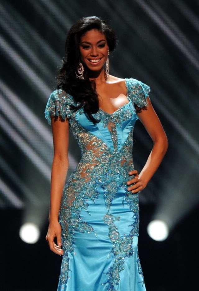 ALMOST THE QUEEN. Miss Jamaica Yendi Phillips models her evening dress before being crowned first runner-up during the Miss Universe 2010 Pageant Final at the Mandalay Bay Hotel in Las Vegas on August 23, 2010. File photo by Mark Ralston/AFP