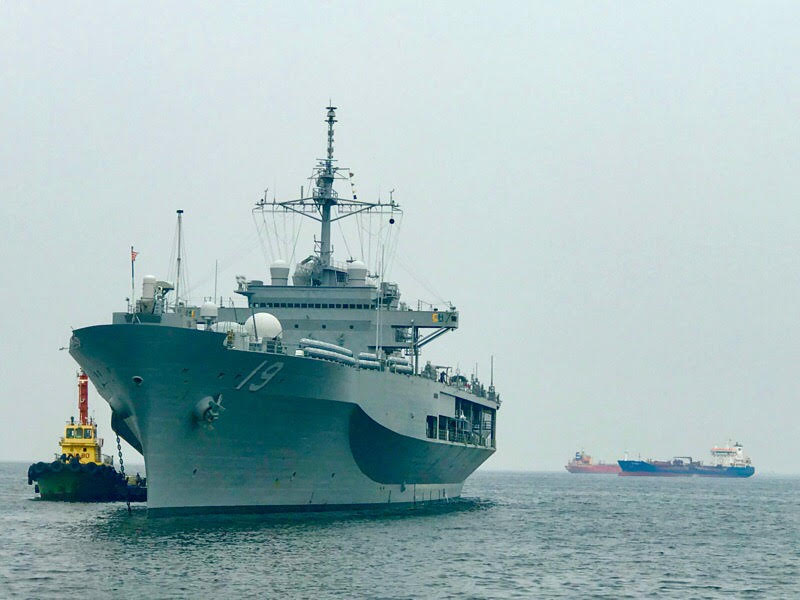 MANILA VISIT. A United States Navy ship stops off the coast of Manila Bay on Wednesday, March 13. Photo by Rambo Talabong/Rappler