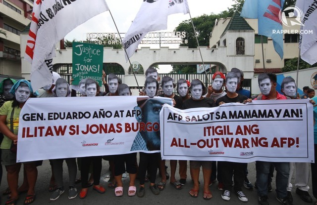SURFACE JONAS BURGOS. Protesters troop to Camp Auinaldo on Friday, April 28, to bring a message to AFP chief General Eduardo Año. Photo by Darren Langit/Rappler