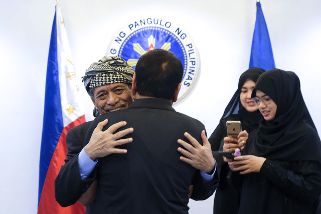 MEETING WITH MISUARI. In this March 2017 photo, President Duterte hugs MNLF chairman Nur Misuari during their meeting at the Presidential Guest House in Panacan, Davao City. Malacañang photo