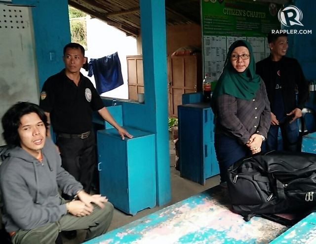 ABU SAYYAF LINKS. Alleged bomb expert Renierlo Dongon (left) and dismissed Police Superintendent Maria Cristina Nobleza (wearing a hijab) are temporarily detained at a local jail facility in Bohol on October 13, 2017, as they await a commercial flight back to Camp Crame in Quezon City. Photo by Michael Ortega Ligalig/Rappler