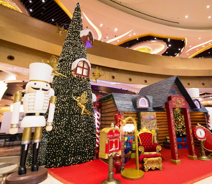 Christmas Decorations In Shopping Malls: IN PHOTOS: 10 Christmas Trees In Manila That Will Put You