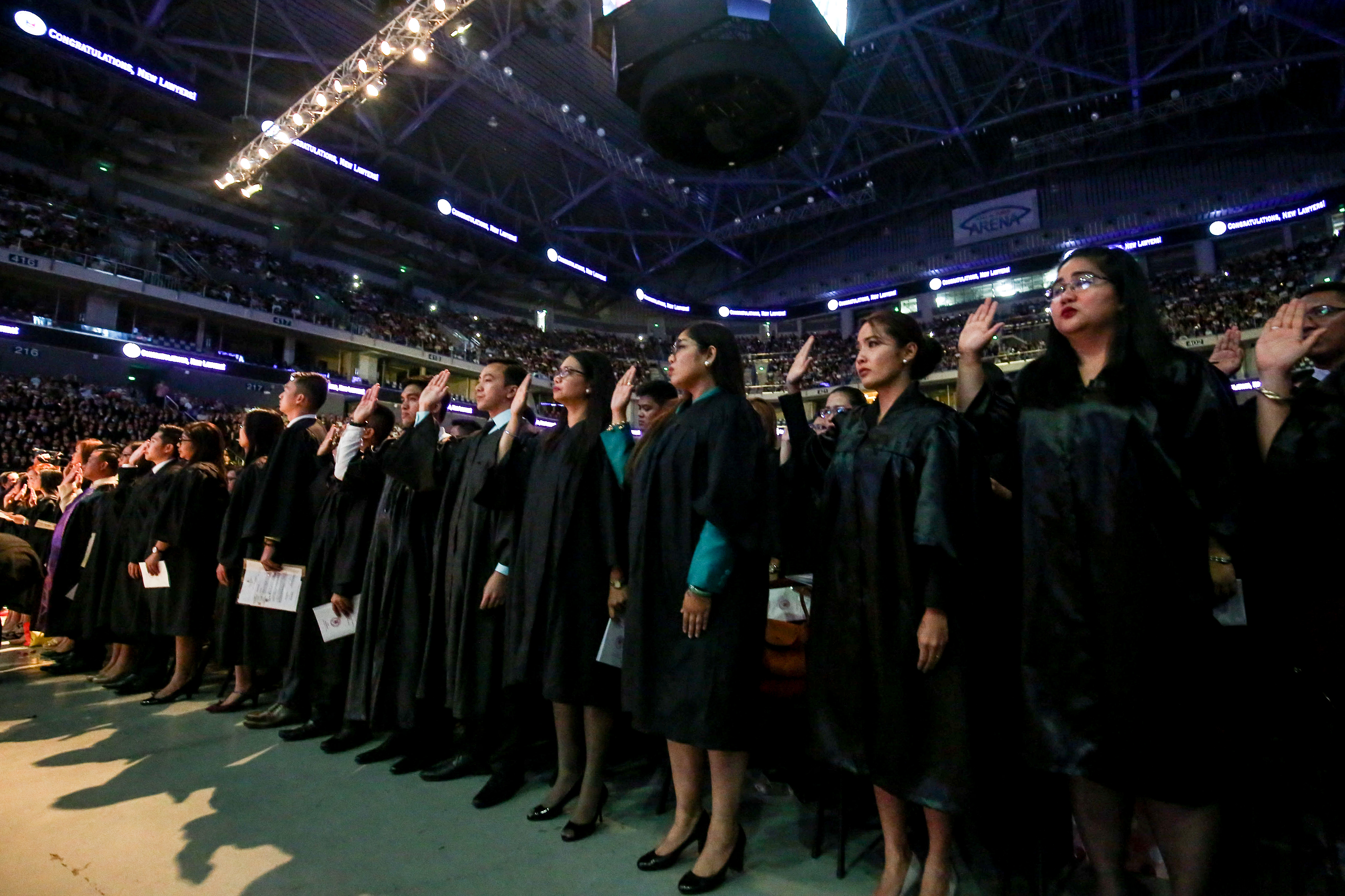 2016 Bar Passers Take Their Oaths Before Justices Of The Supreme Court At SM Mall