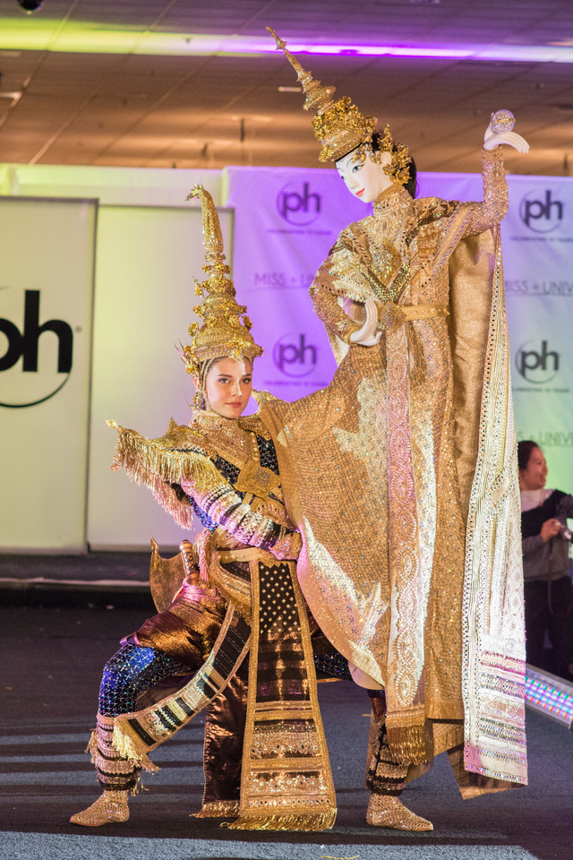 Miss Thailand Maria Poonlertlarp debuts her national costume