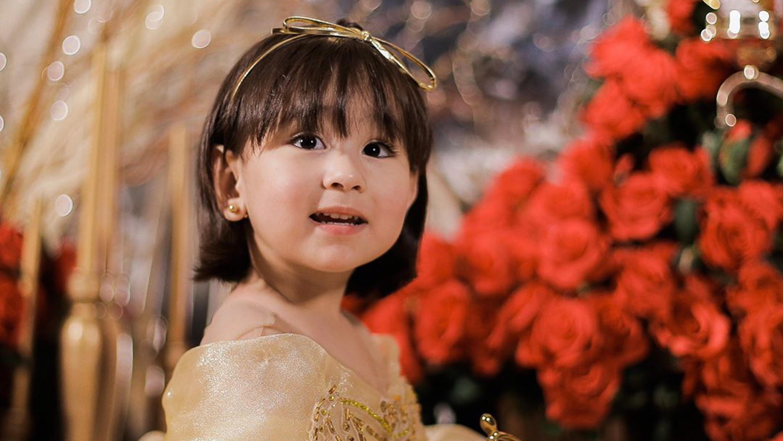 Look Scarlet Snow Belo Dresses Up As Belle From Beauty