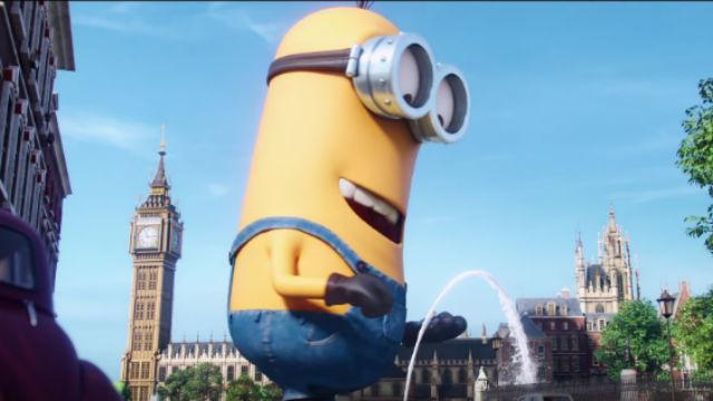 Giant 'minion' stops traffic in Ireland