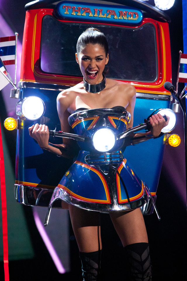 2015 – TUK TUK INSPIRED. Aniporn Chalermburanawong, Miss Thailand 2015 debuts her National Costume on stage at Planet Hollywood Resort & Casino Wednesday, December 16, 2015. Photo courtesy of HO/The Miss Universe Organization