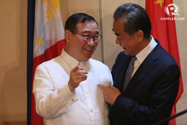 TOP DIPLOMATS. Philippine Foreign Secretary Teodoro Locsin Jr (left) and Chinese State Councilor and Foreign Minister Wang Yi share a light moment during the latter's official visit in Davao City, Philippines, on October 29, 2018. Photo by Manman Dejeto/Rappler