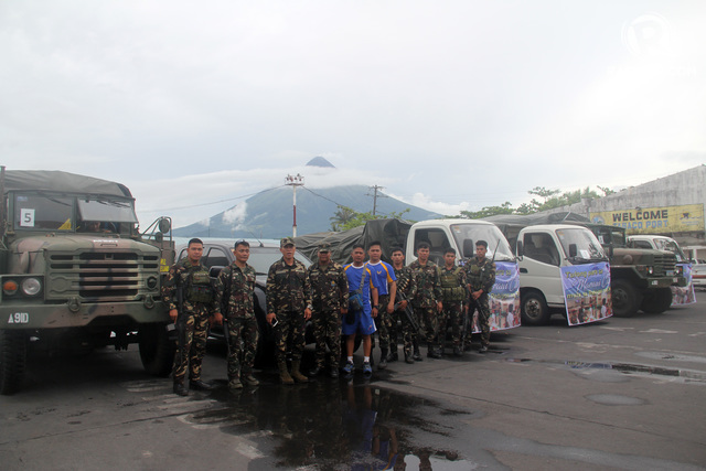 AID FOR MARAWI. Bicolano soldiers led by Captain Ronnie Madrinan of the Philippine Army's 9th Infantry Division stand in front of the trucks containing relief goods for Marawi evacuees. Photo by Rhaydz B. Barcia/Rappler