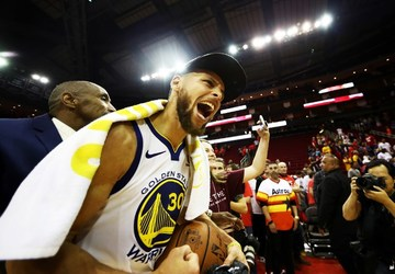 cdd54aaeaf402 FINALS BOUND. Golden State star Steph Curry helps tow the Warriors back to  the NBA