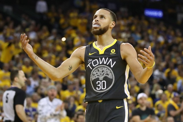 CONSPIRACY THEORY. In one interview, Steph Curry doubts that a man landed on the moon in 1969. Photo by Ezra Shaw/Getty Images/AFP