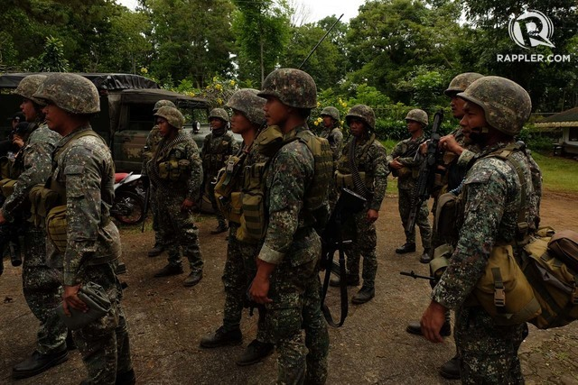 HELPING THE TROOPS. Marines from the 7th Marine Company operate against the Maute Group on Friday, June 9, 2017. File photo by Bobby Lagsa/Rappler.