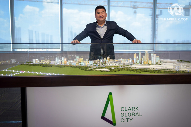 NEW TYCOON. Davao City businessman Dennis Uy gives media a sneak peek of Clark Global City. Photo by LeAnne Jazul/Rappler