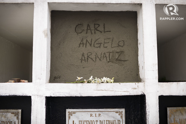 DOUBLE MURDER. Carl Angelo Arnaiz is buried on September 5, 2017. The Public Attorneys Office (PAO) eventually filed a double murder case for the killing of Carl and his companion the night he went missing, Reynaldo De Guzman. Photo by Eloisa Lopez/Rappler
