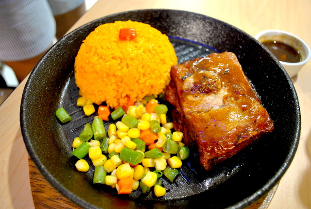 SOLO SIZE. You can get Bigg's Baby Back Ribs as a solo meal, which includes java rice and vegetables. Photo by Steph Arnaldo/Rappler