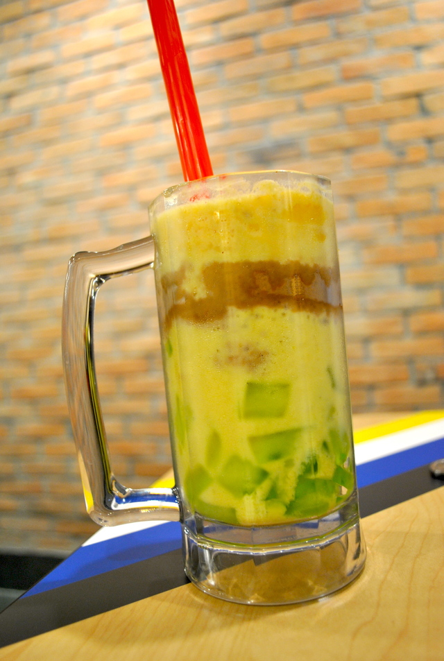 MANGO GRAHAM SHAKE. Photo by Steph Arnaldo/Rappler