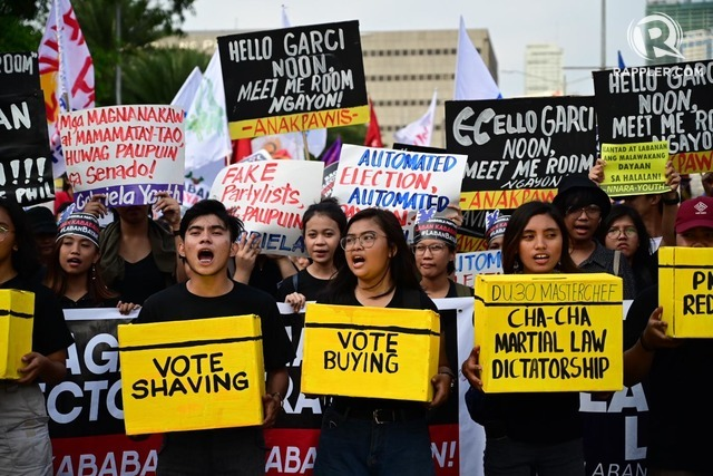 VOICE OUT. Protesters march towards PICC, Comelec's official canvassing headquarters to voice out against election anomalies, on May 17, 2019. All photos by Alecs Ongcal/Rappler
